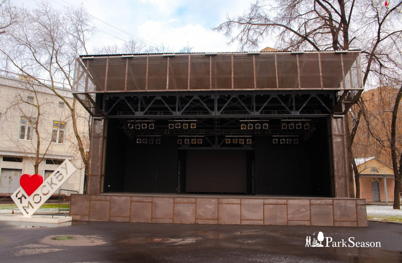 Стела «Я люблю Москву»/Сцена, Парк «Таганский», Москва — ParkSeason
