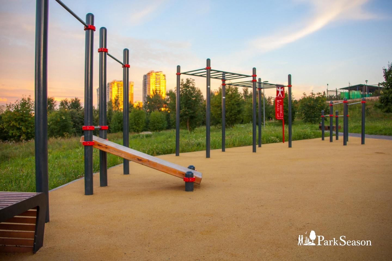 Площадка WorkOut, Парк Олимпийской деревни, Москва — ParkSeason