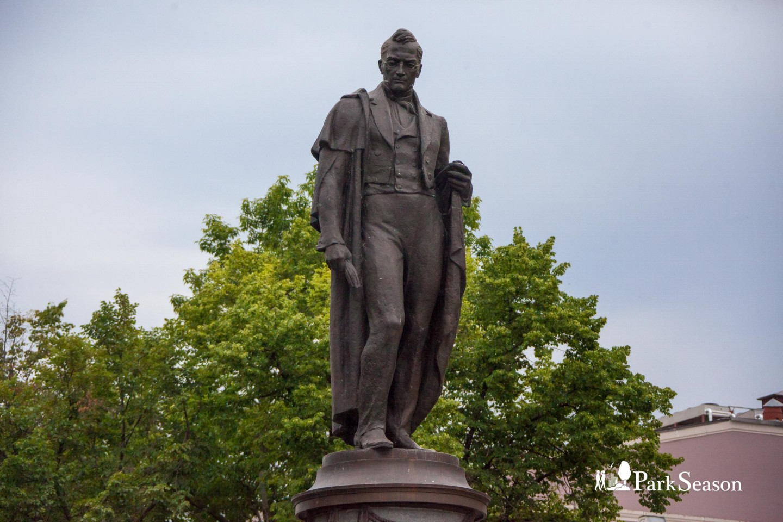 Памятник А.С. Грибоедову, Чистые пруды, Москва — ParkSeason