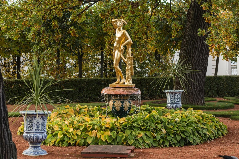 Фонтан «Колокол» со статуей Аполлино — ParkSeason