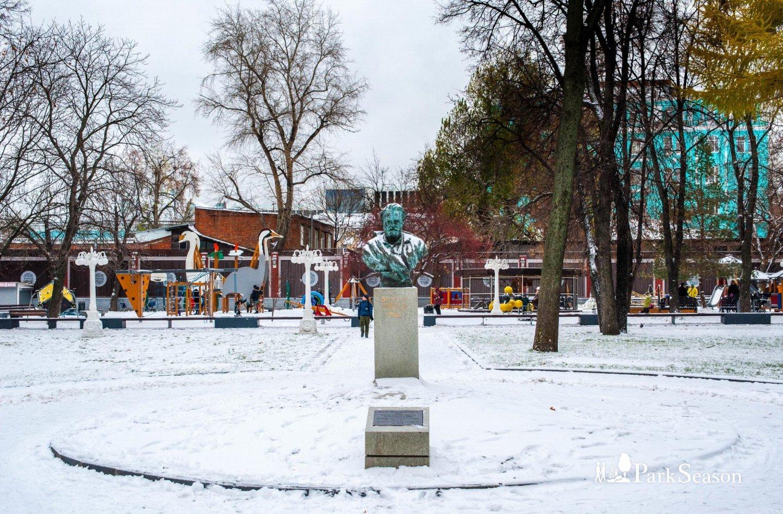 Памятник Виктору Гюго, Сад «Эрмитаж», Москва — ParkSeason