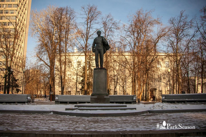 Памятник Ленину-гимназисту — ParkSeason