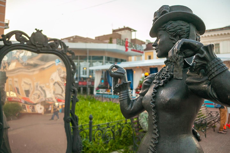 Скульптура «Модница» — ParkSeason