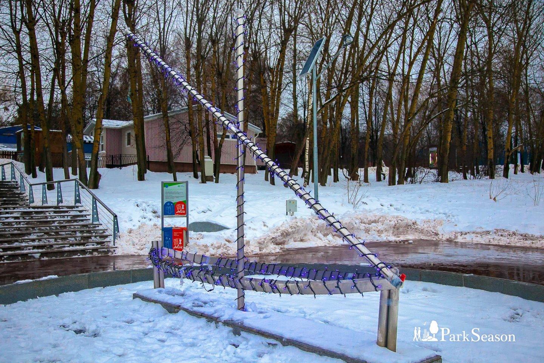Памятник «лодка», Парк «Северное Тушино», Москва — ParkSeason