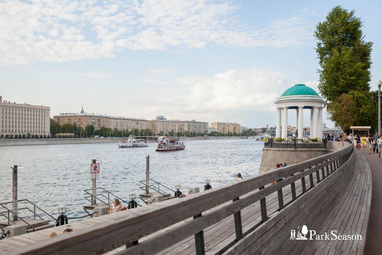 Ротонда на набережной, Парк Горького, Москва — ParkSeason