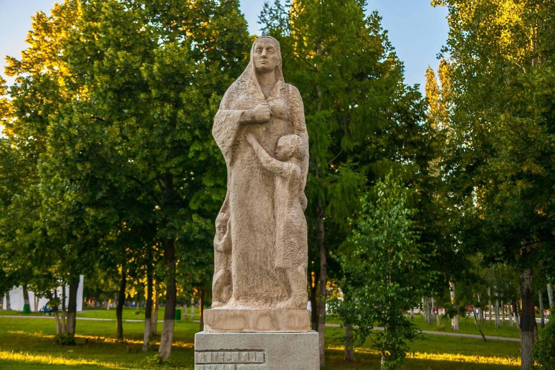 Памятник матерям и детям жертвам фашизма — ParkSeason