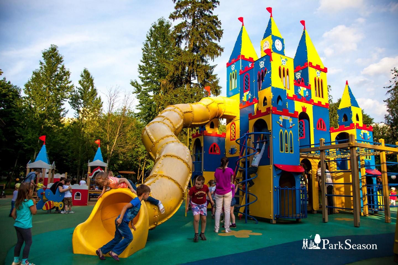 Детская площадка, Лианозовский парк, Москва — ParkSeason