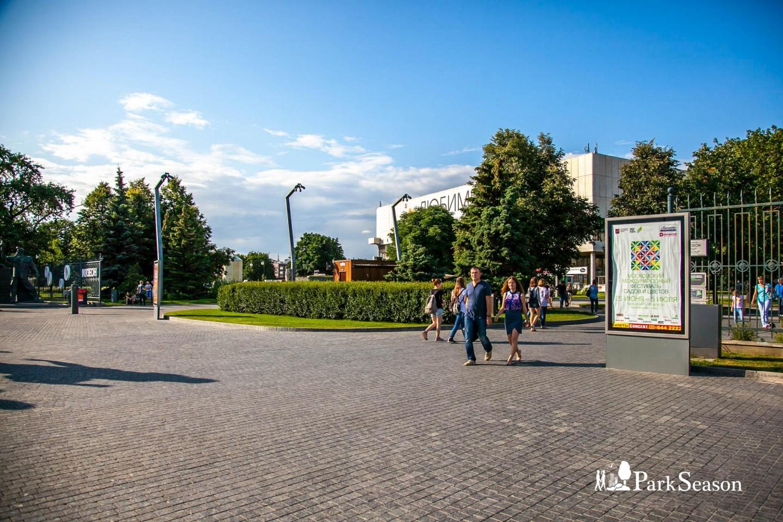 Главный вход, «Музеон», Москва — ParkSeason