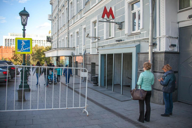 Станция метро «Александровский сад» — ParkSeason