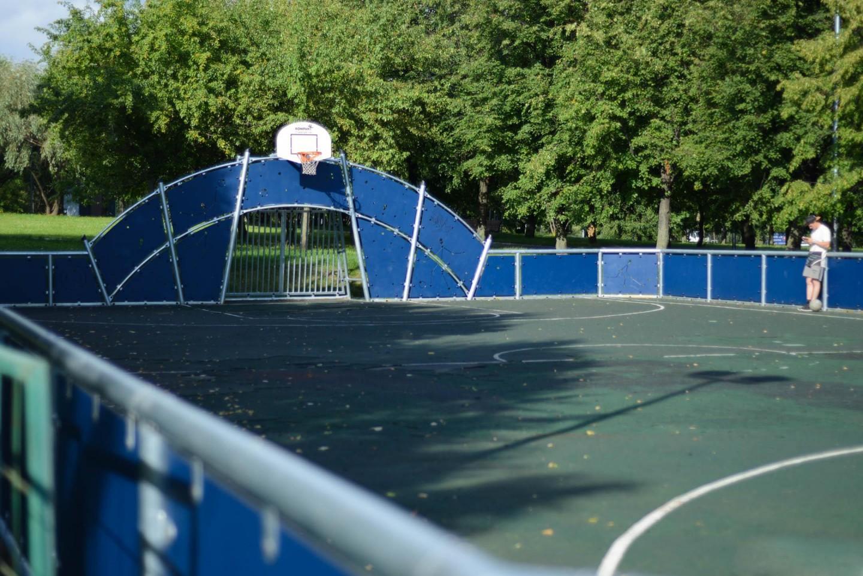 Баскетбольная площадка, Парк «Садовники», Москва — ParkSeason
