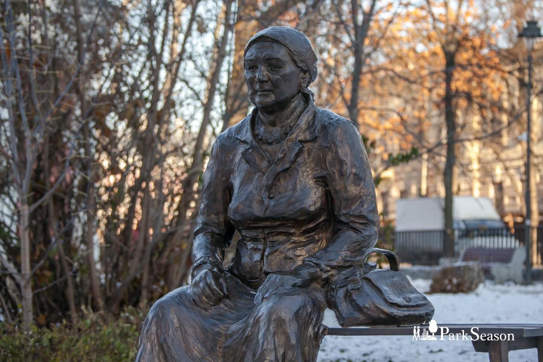 Памятник бабушке — ParkSeason