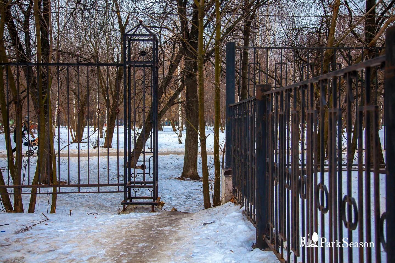 Вход в парк, Парк «Березовая роща», Москва — ParkSeason