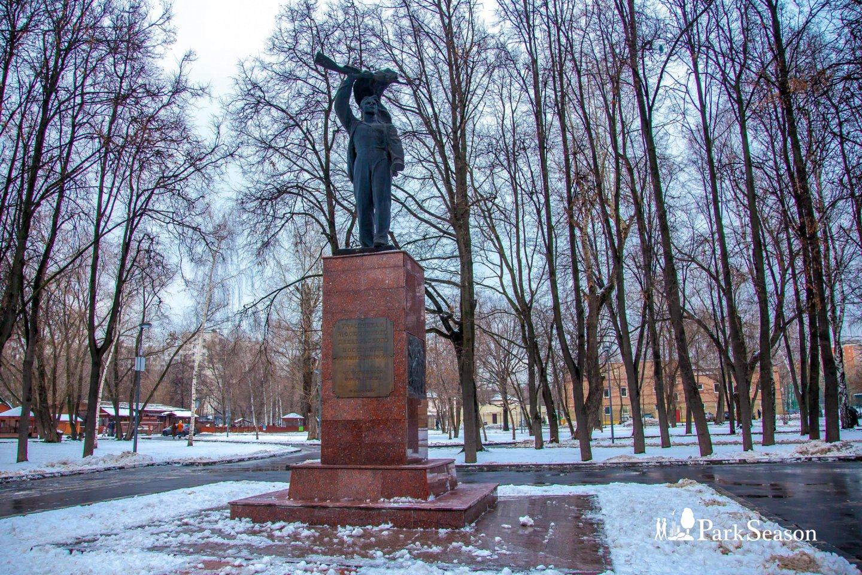 Памятник участникам московского Декабрьского вооружённого восстания 1905 года, Парк «Перовский», Москва — ParkSeason