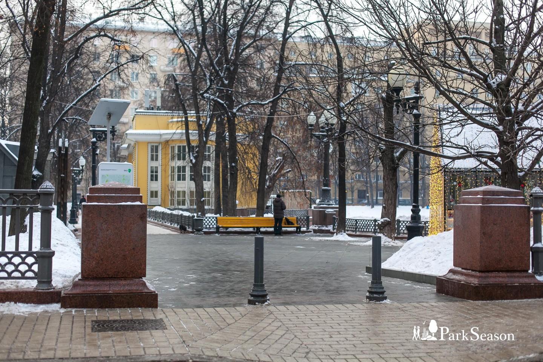 Входы в парк, Патриаршие пруды, Москва — ParkSeason