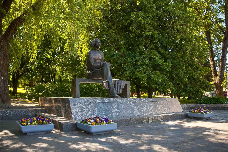 Памятник Максиму Горькому — ParkSeason