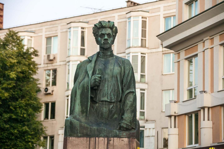 Памятник Я.М. Свердлову — ParkSeason