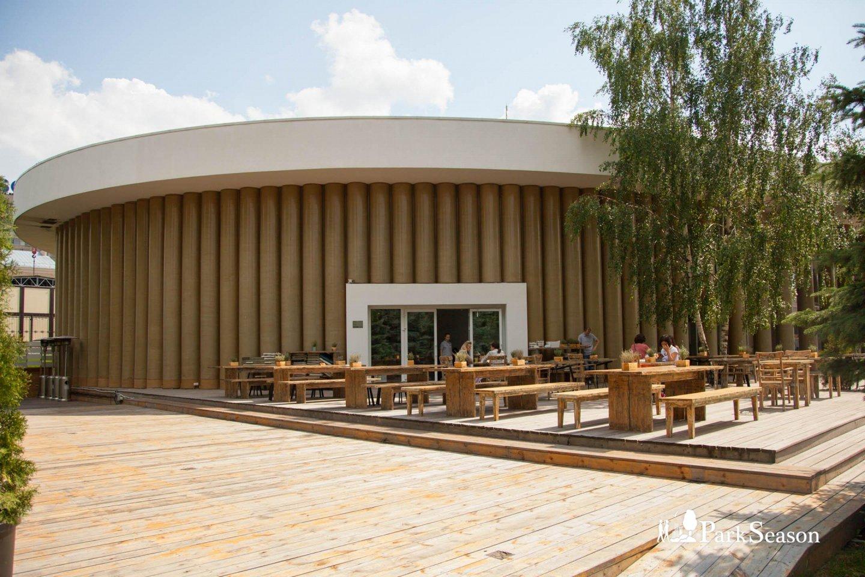Кафе «Гараж» (теперь в самом корпусе) — ParkSeason