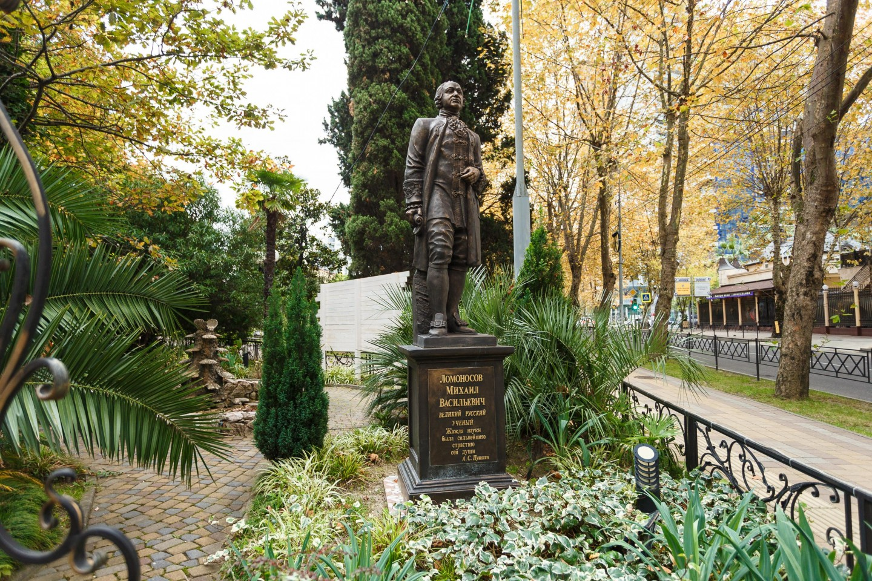 Памятник М.В.Ломоносову — ParkSeason