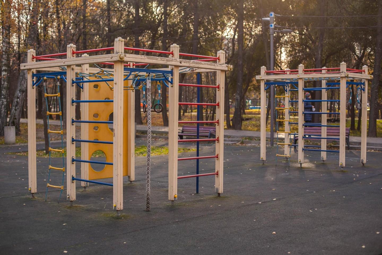 Детская спортивная площадка, Лианозовский парк, Москва — ParkSeason