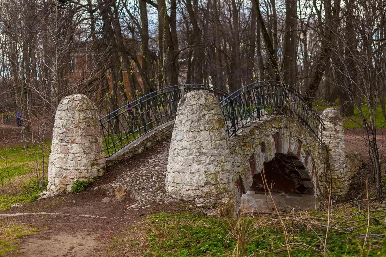 Гротесковый мост, Парк «Кузьминки», Москва — ParkSeason