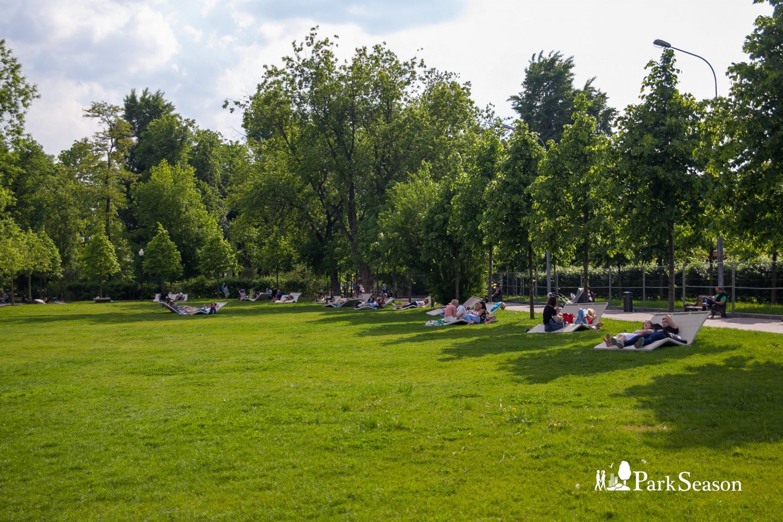 Зона отдыха с лежаками (закрыта до мая 2019) — ParkSeason