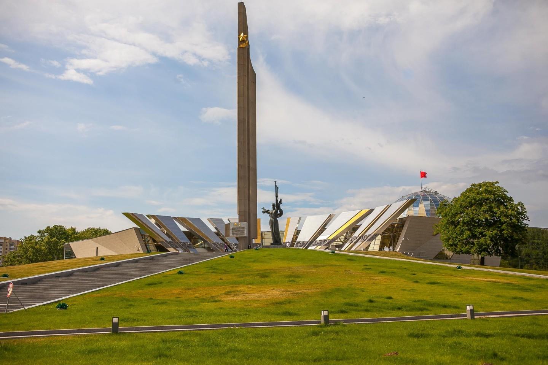 Стела в честь присвоения Минску звания Города-героя — ParkSeason