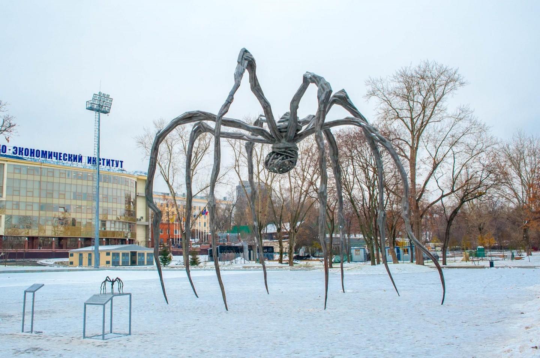 Тактильная модель скульптуры Maman Луиз Буржуа, Парк Горького, Москва — ParkSeason