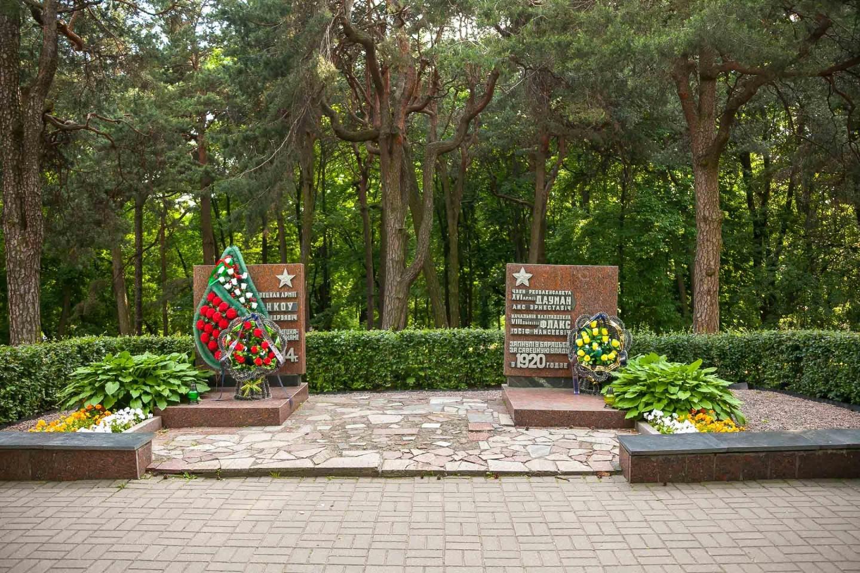 Памятник А.Э. Дауману и И.М. Флаксу — ParkSeason