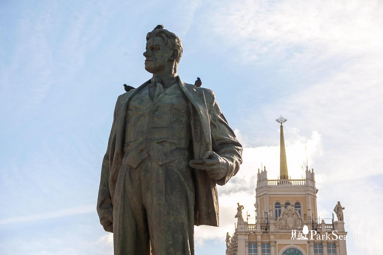 Памятнику Маяковскому — ParkSeason