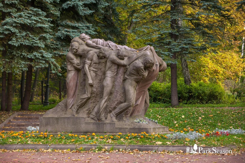 Скульптура «Похороны вождя» — ParkSeason