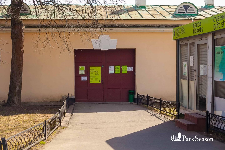 Конный двор и музыкальный павильон, Парк «Кузьминки», Москва — ParkSeason