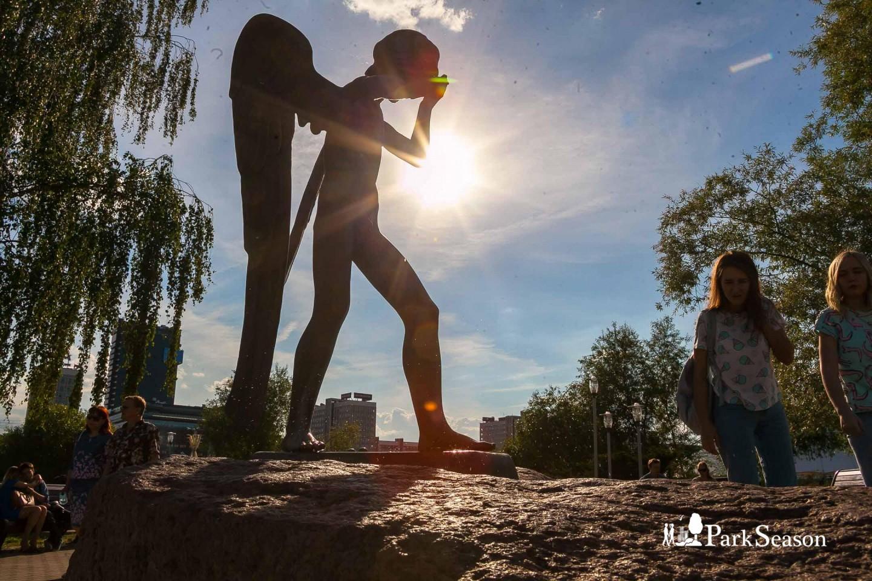 Скульптура плачущего ангела — ParkSeason