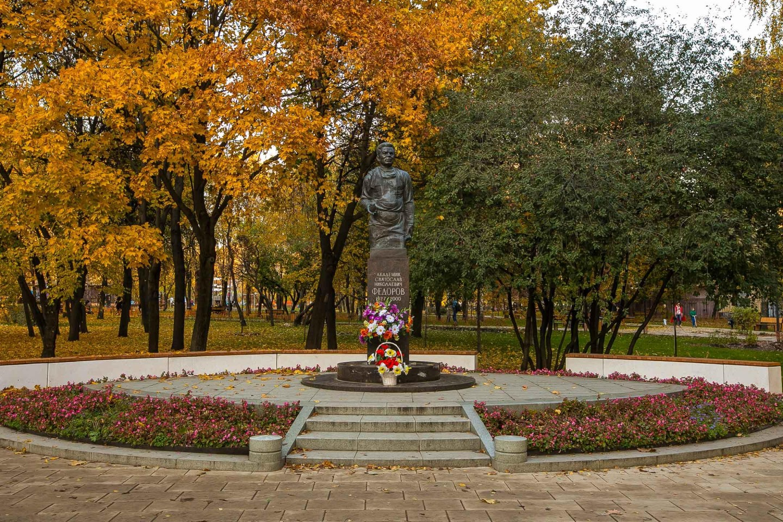 Памятник академику Фёдорову — ParkSeason