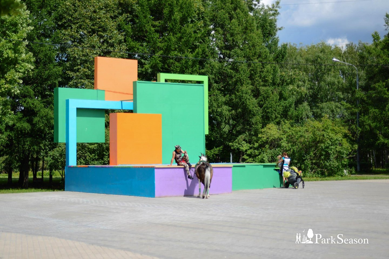 Сцена, Парк 50-летия Октября, Москва — ParkSeason