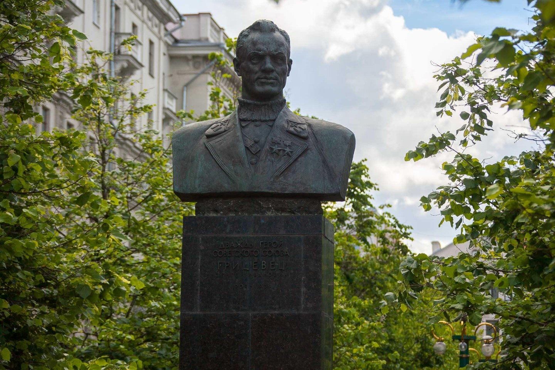 Бюст дважды герою Советского Союза Грицевцу С.И. — ParkSeason
