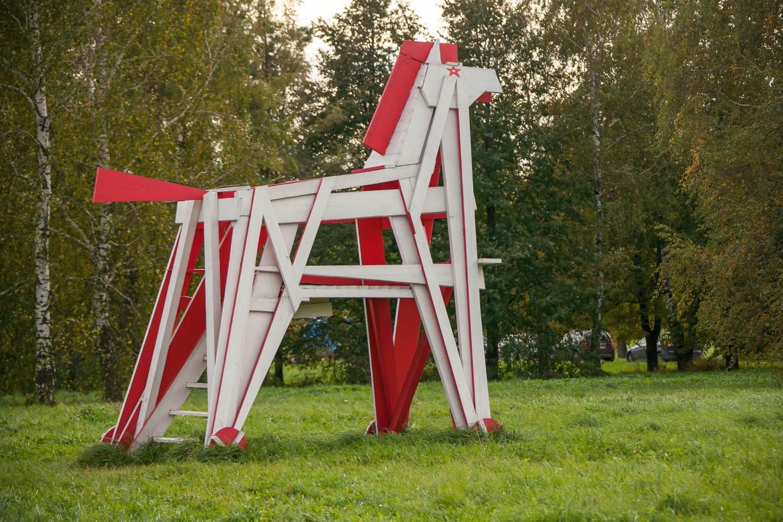 Поляна с арт-объектами деревянных животных — ParkSeason