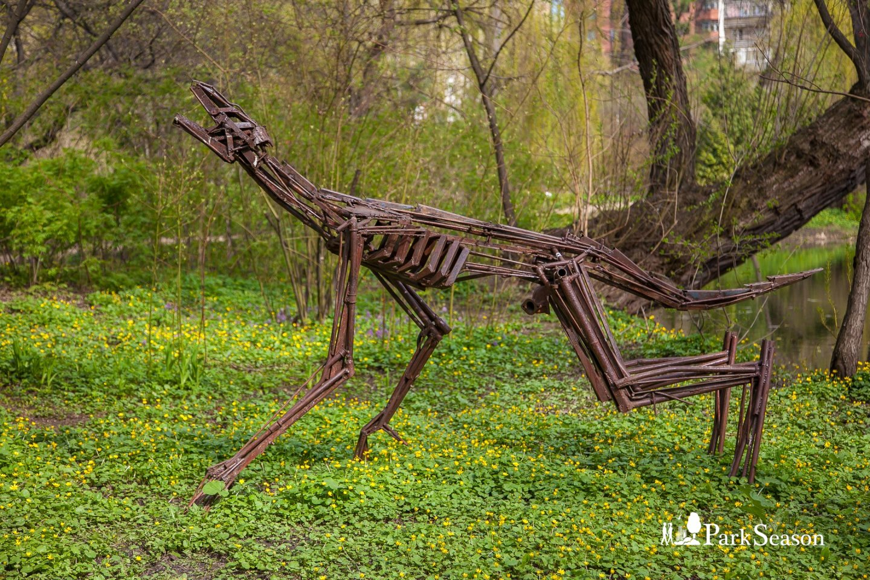 Статуя волка, Аптекарский огород, Москва — ParkSeason