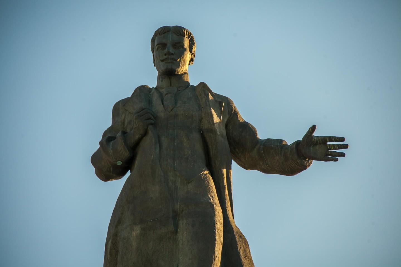Памятник Муллануру Вахитову — ParkSeason