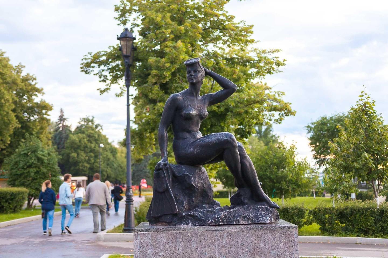 Скульптура «Купальщица» — ParkSeason