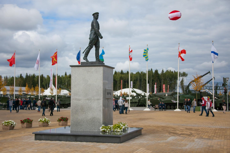 Памятник Г. К. Жукову, Парк «Патриот», Москва — ParkSeason