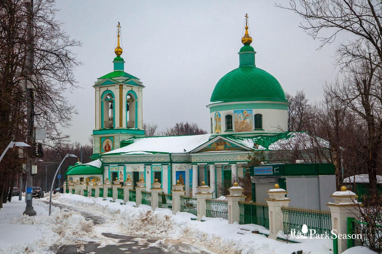 Храм Троицы Живоначальной, Воробьевы горы, Москва — ParkSeason