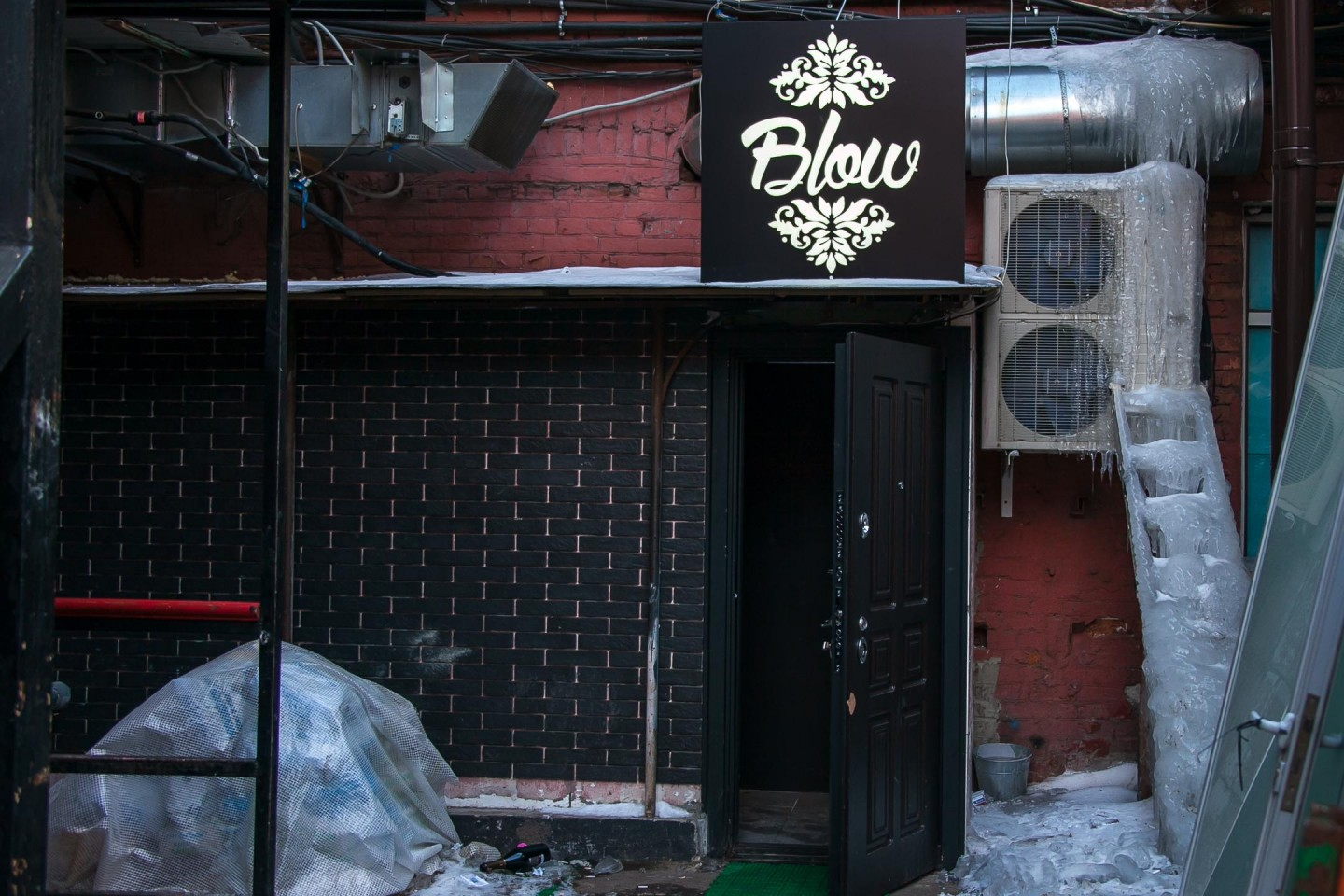 Blow Lounge Bar — ParkSeason