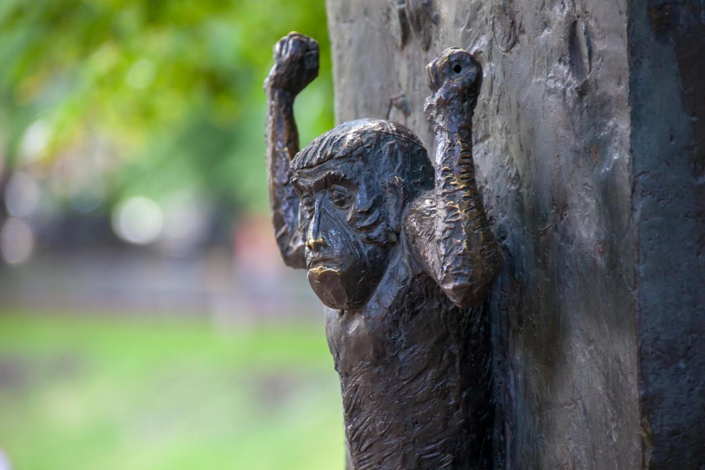 Памятник И. А. Крылову, Патриаршие пруды, Москва — ParkSeason