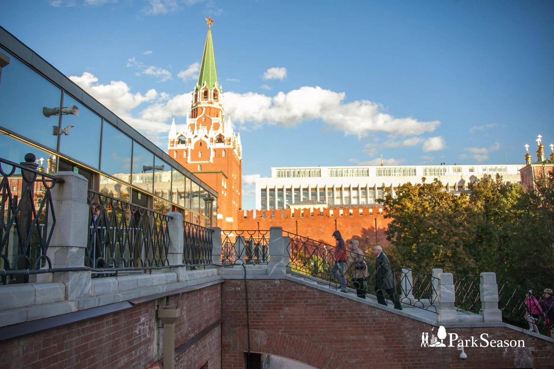 Вход в Московский Кремль — ParkSeason