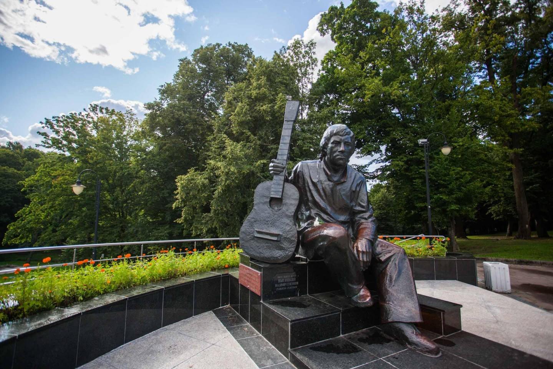 Памятник Владимиру Высоцкому — ParkSeason