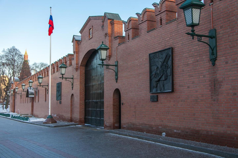 Барельеф «Защитники Московского Кремля» — ParkSeason