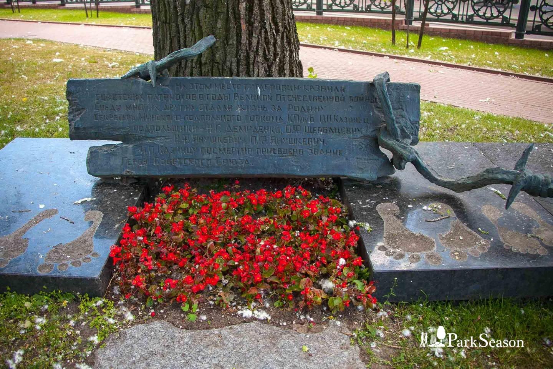 Памятный камень в честь погибших в ВОВ — ParkSeason