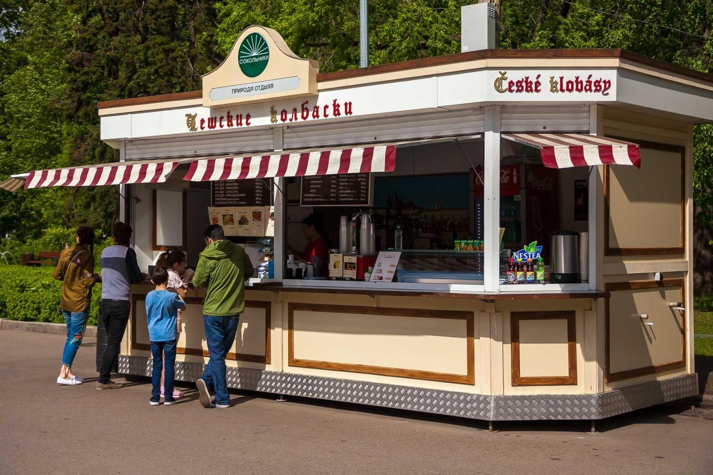 Уличное кафе «Чешские колбаски», Парк «Сокольники», Москва — ParkSeason