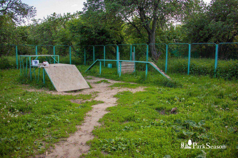Площадка для выгула собак , Строгинский парк, Москва — ParkSeason
