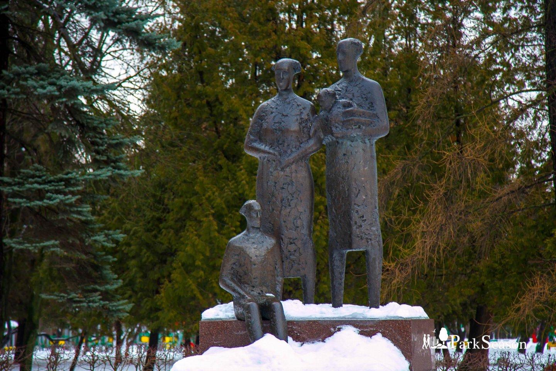 Скульптурная композиция «Дети мира», Парк Дружбы, Москва — ParkSeason
